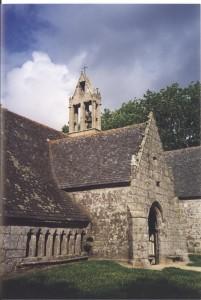Vue de l'ossuaire et porche