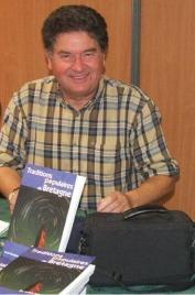 Daniel Giraudon est un chercheur de terrain et depuis son jeune âge, parcourt les campagnes bretonnes pour recueillir dans la mémoire de anciens le patrimoine de notre culture populaire.